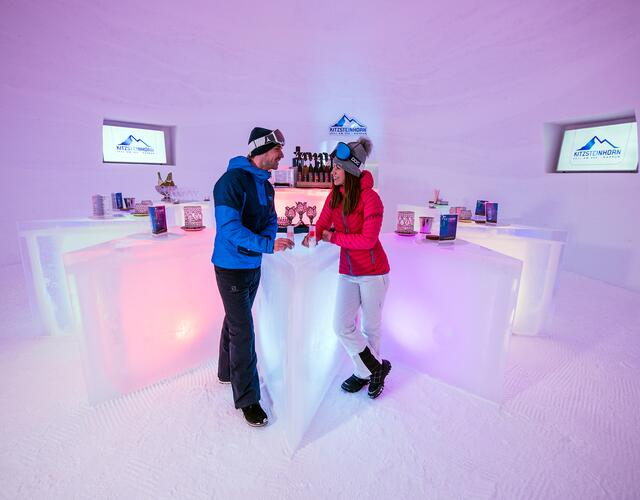 "The hollow triangular ""counters"" arranged around the bar in the shape of a star add to the stylish ambience of the ICE BAR. In keeping with the temperatures, exclusive ICE CAMP ""Pure Glacier"" vodka from the Siegfried Herzog Distillery is also served here. 