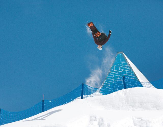 VOLCOM BANKED SLALOM | © Theo Acwoth
