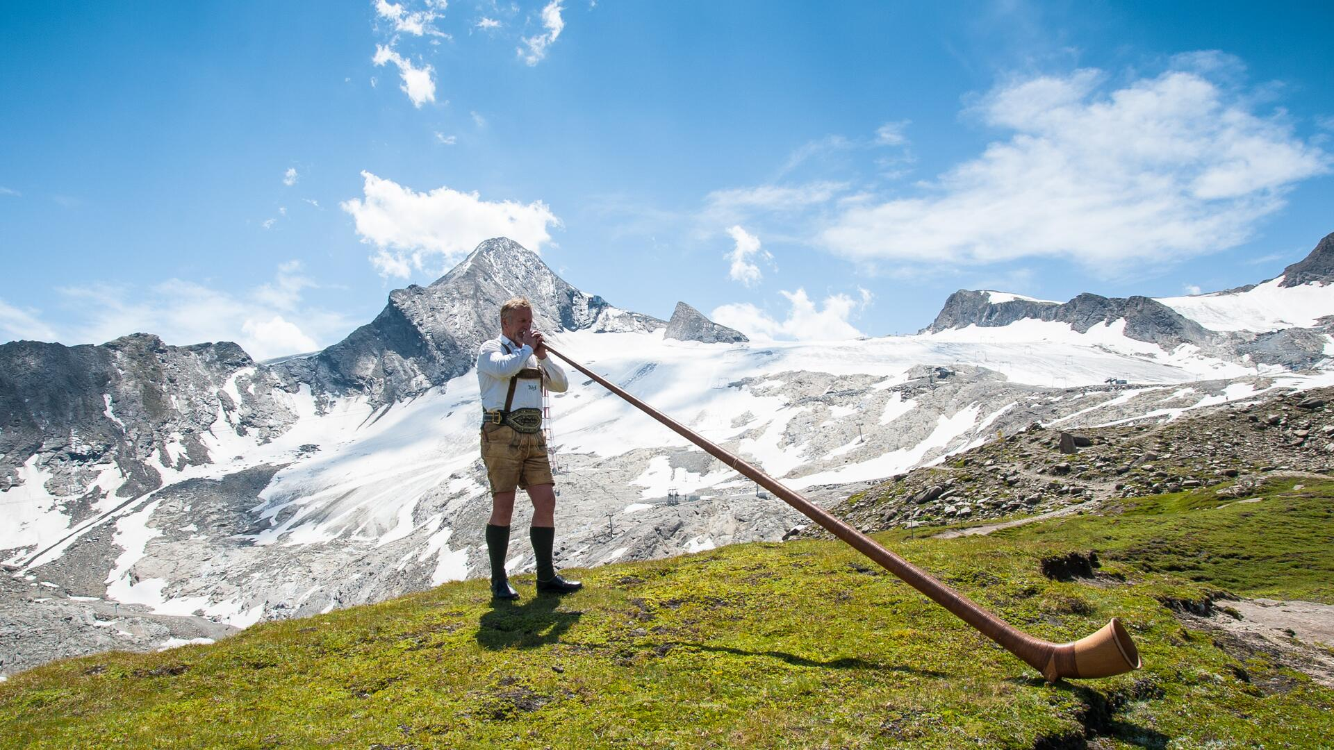Meanwhile, the annual GIPFELKLÄNGE, an alphorn festival on the Kitzsteinhorn, is also a tradition | © Kitzsteinhorn