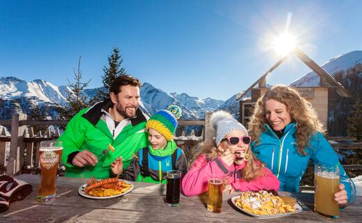We are a 3rd generation family business and proud of serving only home-made austrian food | © Kitzsteinhorn