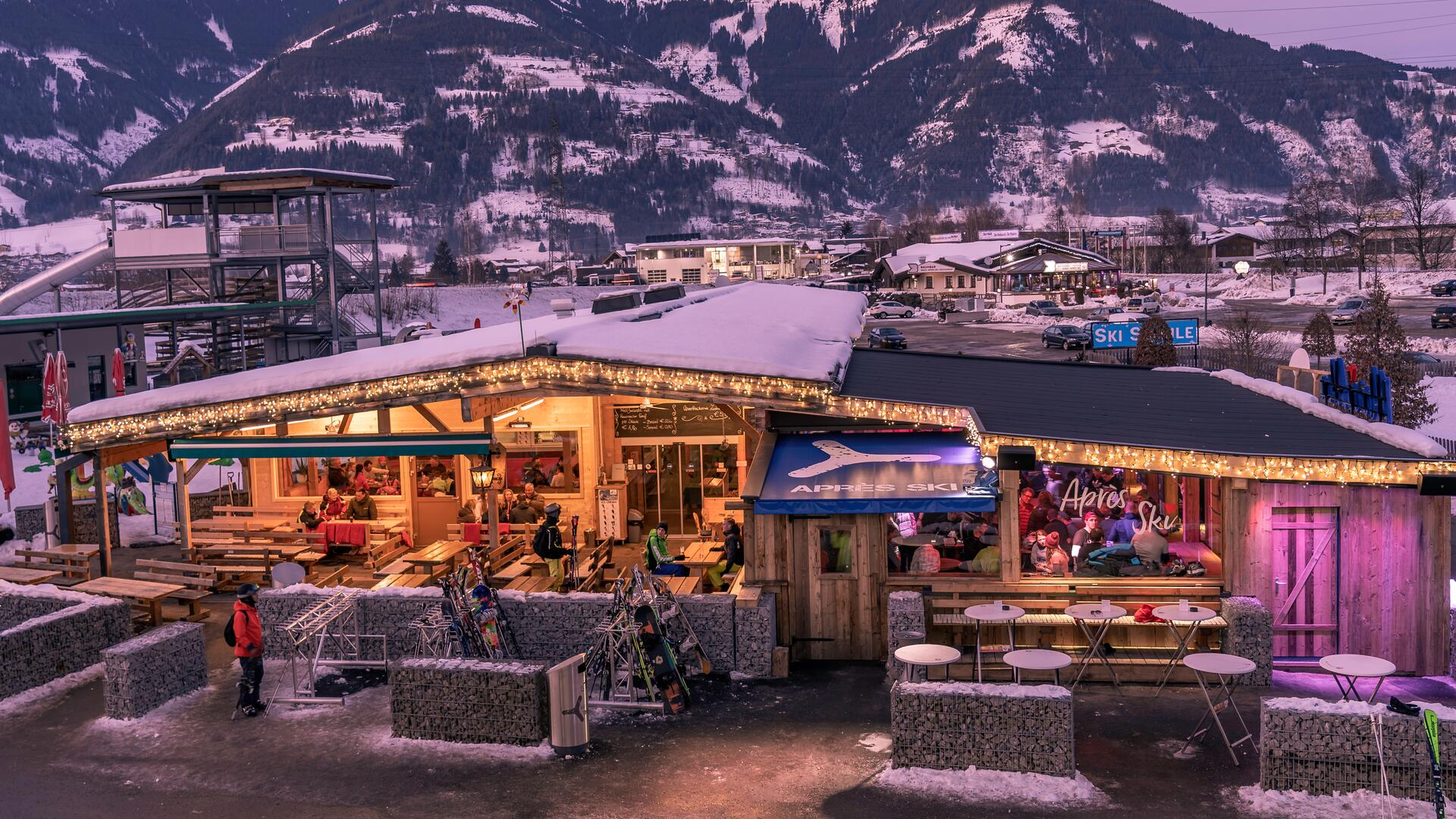 "Situated directly next to the Kaprun Center and the new MK Maiskogelbahn lift  and the all-year open ""Maisiflitzer"" alpine roller coaster, the Maisi Alm is a popular meeting point 