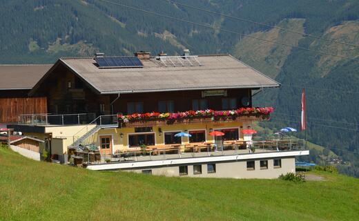 The inn is known for its down-to-earth regional cuisine and the homemade cakes | © Kitzsteinhorn