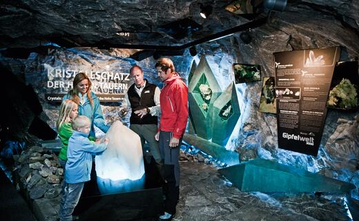 National Park Rangers guide you free of charge through the Gipfelwelt 3000 at the Kitzsteinhorn | © Kitzsteinhorn