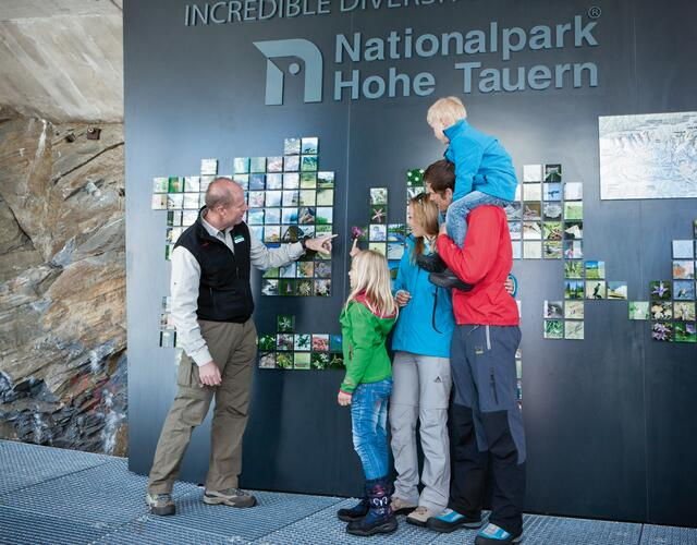 National Park Rangers explain the formation of the Hohe Tauern and the Kitzsteinhorn | © Kitzsteinhorn