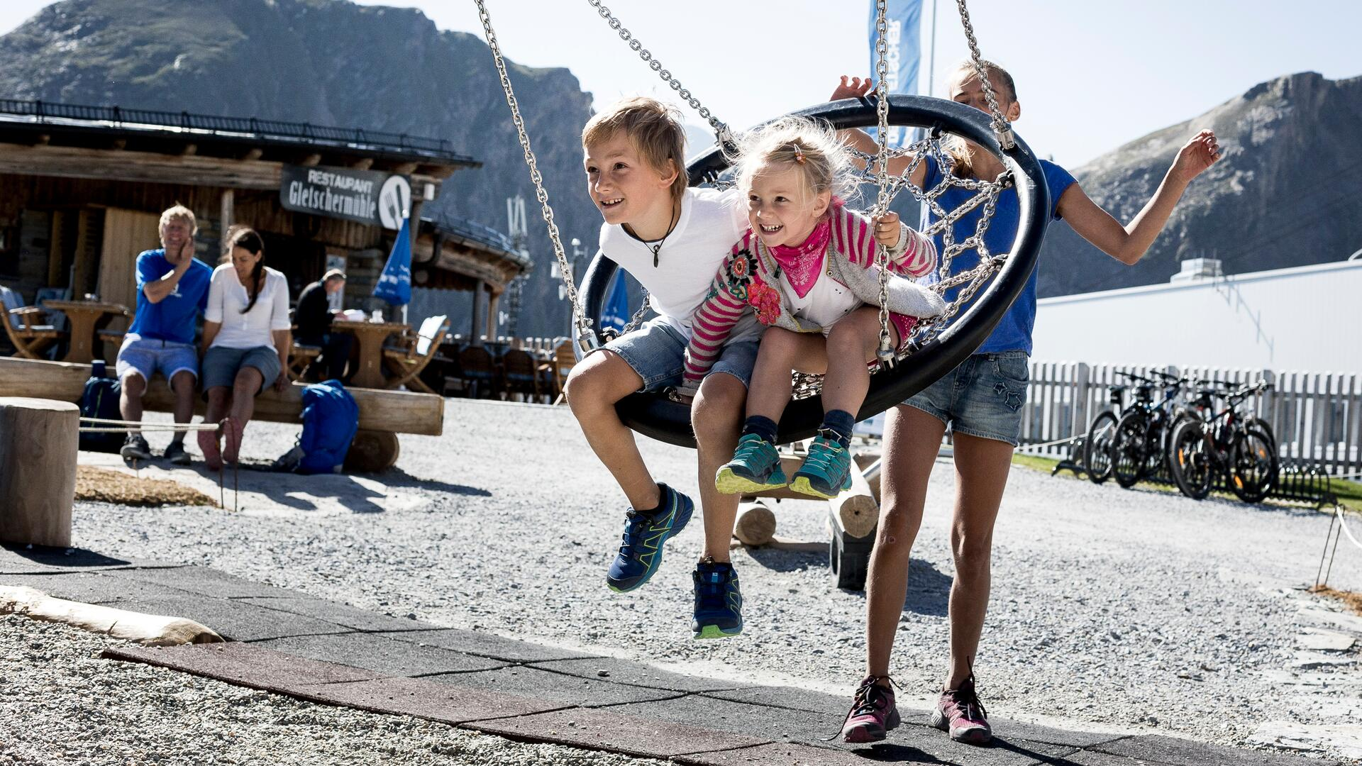 Family fun at the adventure playground in 2.500 m above sea level | © Kitzsteinhorn