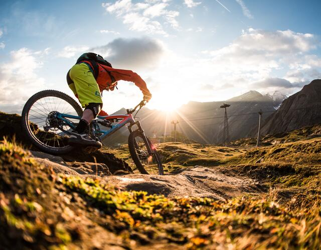 The three freeride trails at the Kitzsteinhorn offer pure variety on a total of 1.500 altitude metres and 12 kilometres | © SalzburgerLand - David Schultheiss for WOM Medien