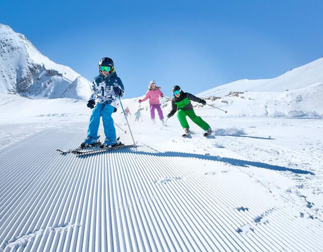 Families find perfect conditions for a winter holiday on the wide glacier slopes of the Kitzsteinhorn | © Kitzsteinhorn