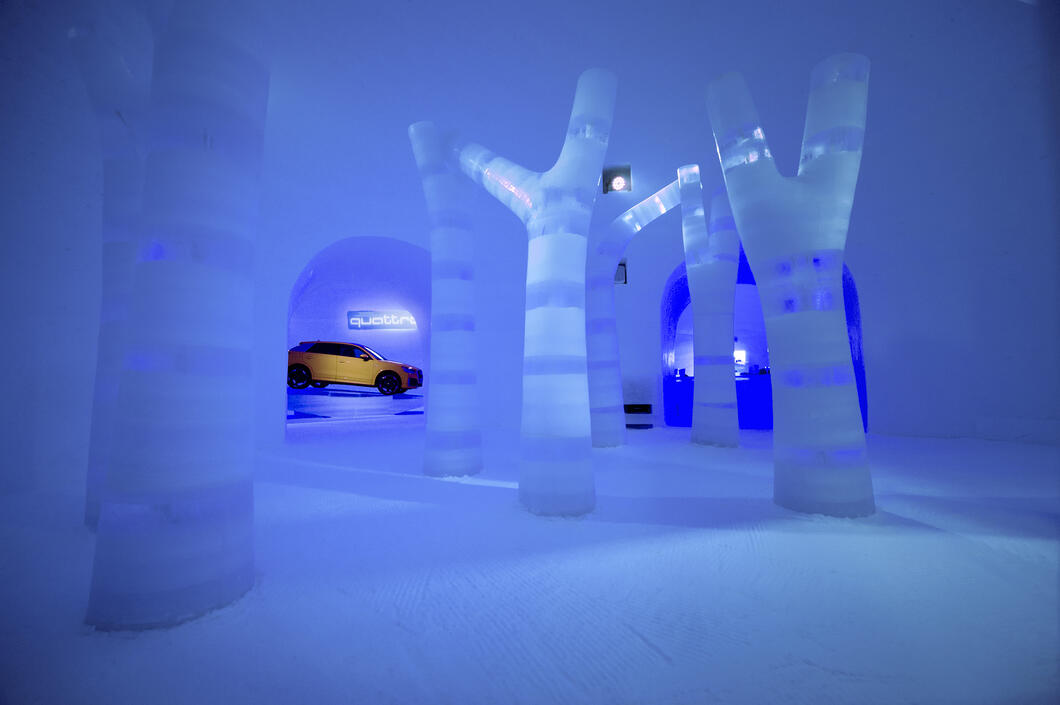 Igloos with impressive ice art | © Kitzsteinhorn