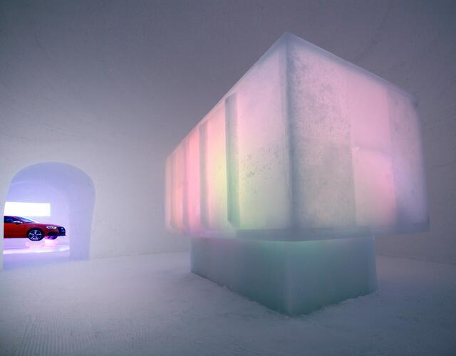 On a sunny plateau in 2.600 m above sea level and in the heart of the ski resort, a new artistic synthesis of ice and snow is created here every year