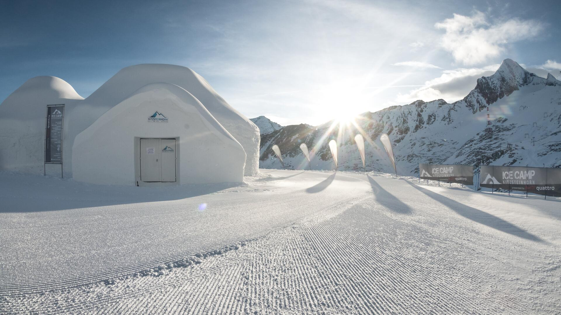 The ICE CAMP presented by Audi is THE meeting point in the Kitzsteinhorn Glacier ski resort in Kaprun