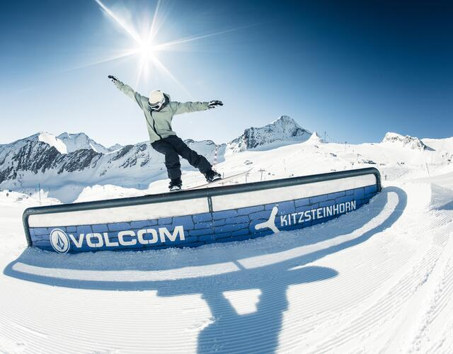 Freestyle action in three snow parks and one superpipe at the Kitzsteinhorn | © Kitzsteinhorn