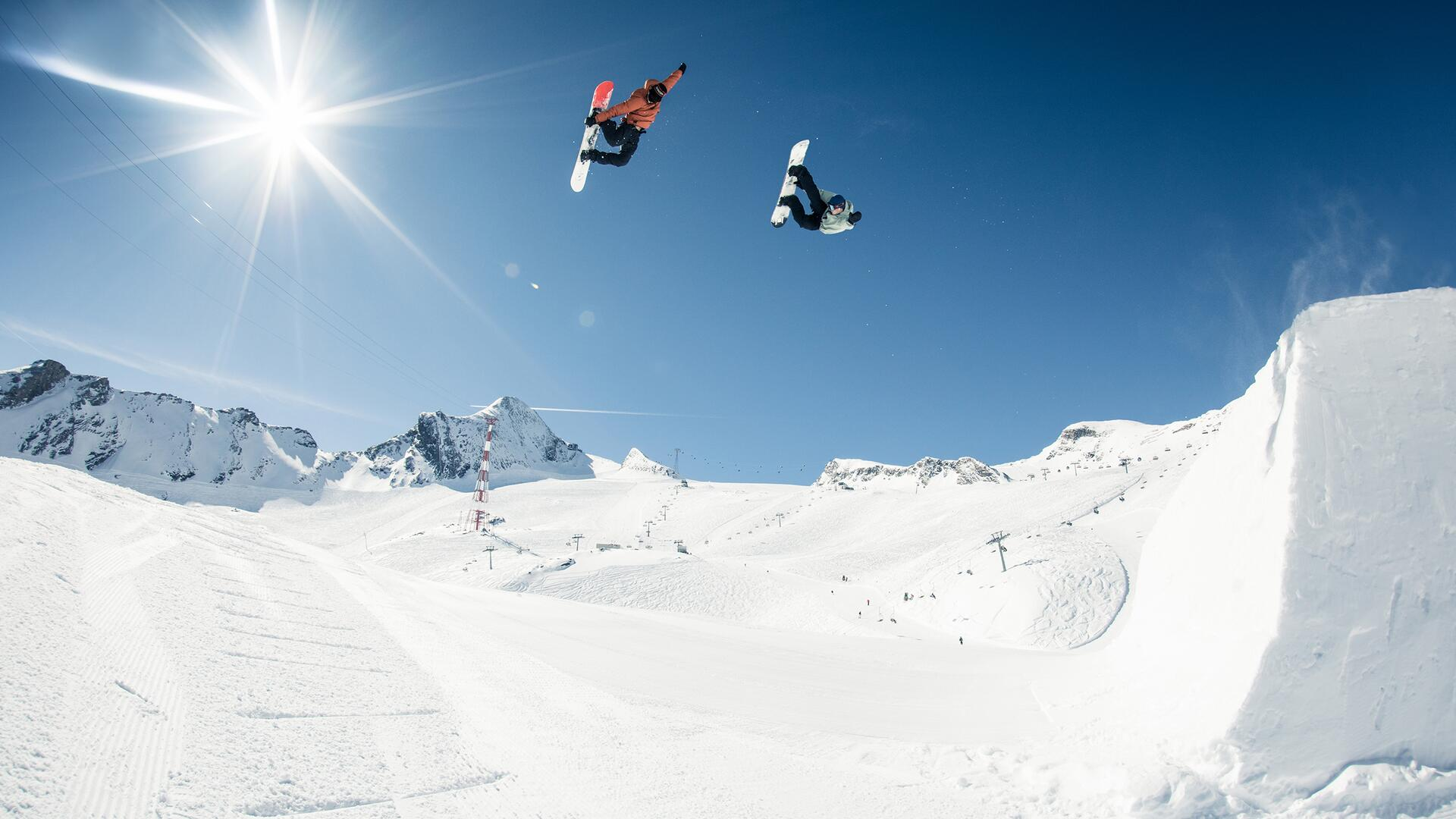Freestyle Action im Snowpark Kitzsteinhorn