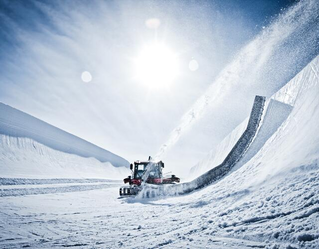The mighty superpipe with walls of over six metres in height attracts international top athletes to the Kitzsteinhorn in Kaprun year after year | © Kitzsteinhorn