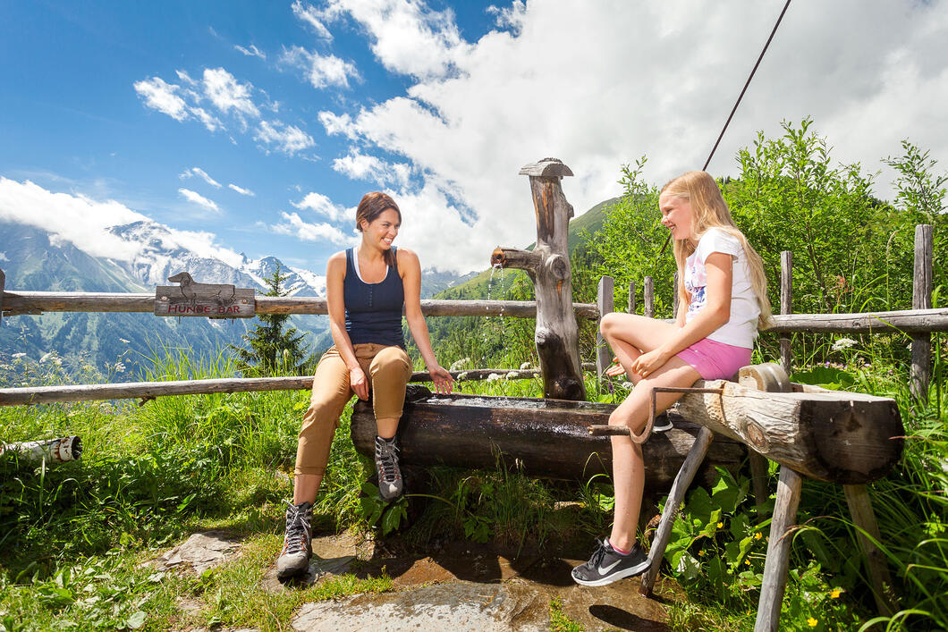 A variety of hiking trails on lush green alpine pastures can be found at the Maiskogel Family Mountain | © Kitzsteinhorn