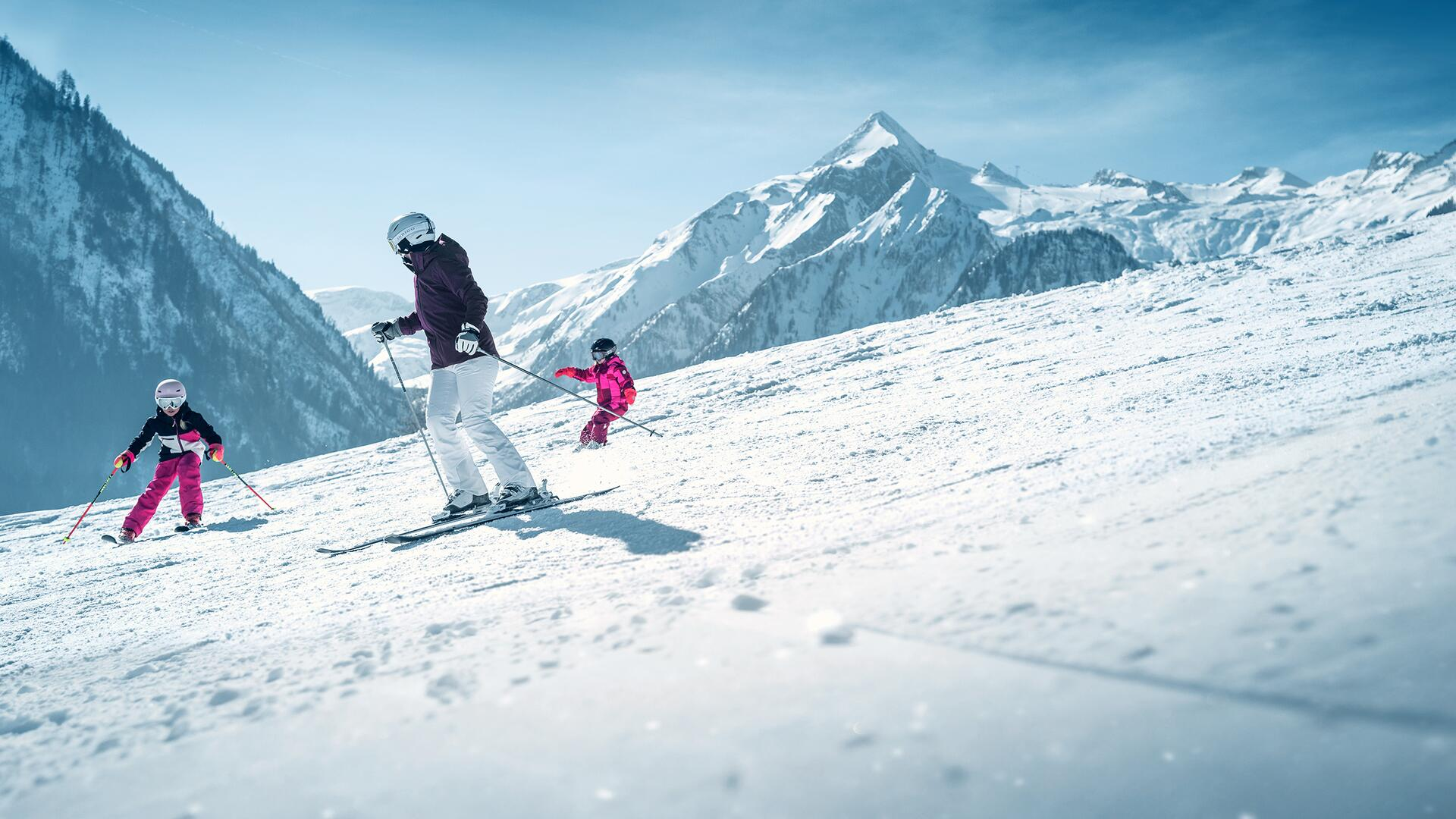 Skiing and snow boarding at the family skiing area Maiskogel in Kaprun